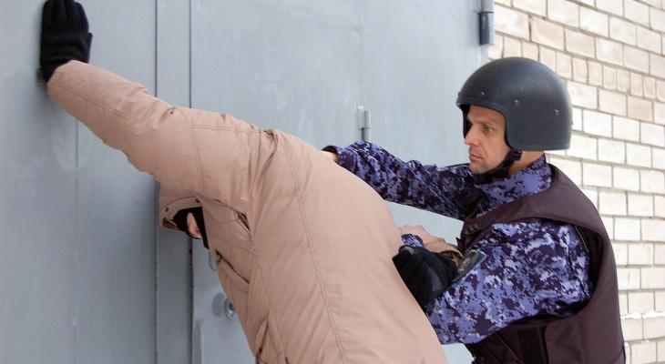 В Кирове задержали мужчину за хранение наркотиков