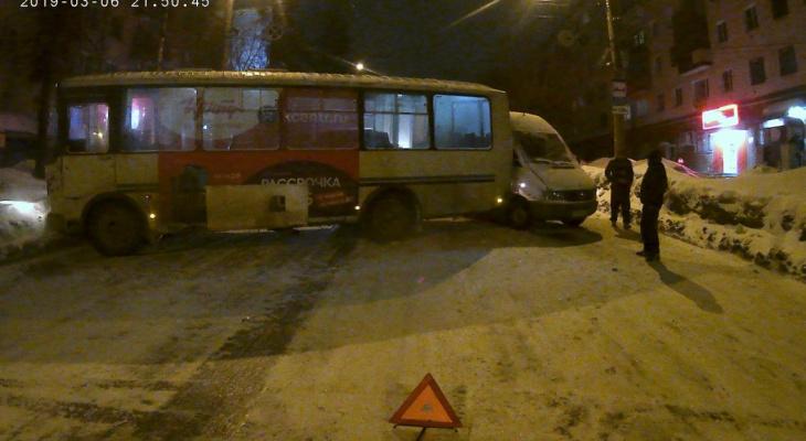 Вечером в Кирове произошли две серьезные аварии с участием автобусов