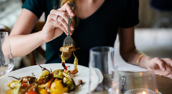 Кировская область вошла в топ-10 рейтинга по размеру чека в кафе и ресторанах в женский праздник
