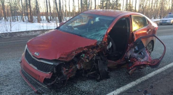 В Кировской области иномарка влетела в фуру: погибла женщина