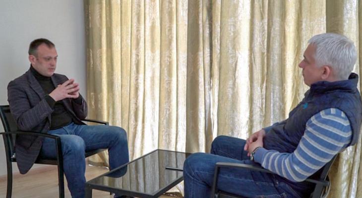 Депутат Дмитрий Никулин дал интервью, находясь в бегах