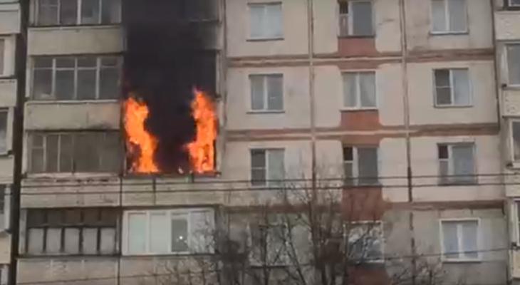 ВМЧС рассказали, что стало причиной серьезного пожара на проспекте Строителей