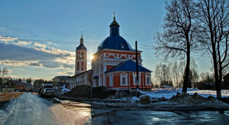Самые красивые, но разрушенные: горожане могут помочь восстановить храмы Кировской области