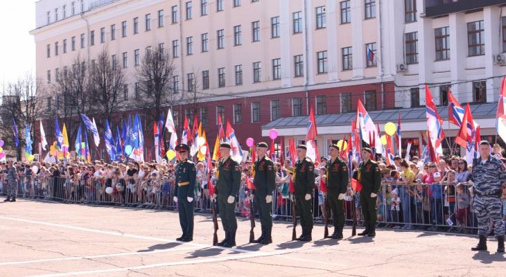 Фото и видеорепортаж с парада Победы в Кирове