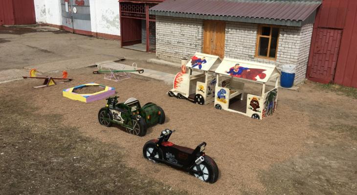 В исправительной колонии Кировской области появилась детская площадка