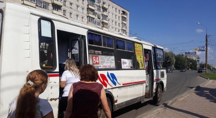 В Кирове в автобусе № 84 травмировалась девушка