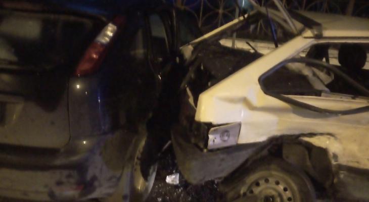 В Кирове 21-летняя девушка на иномарке выпила и протаранила 4 машины