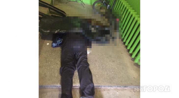 В подъезде дома на улице Упита нашли окровавленное тело мужчины