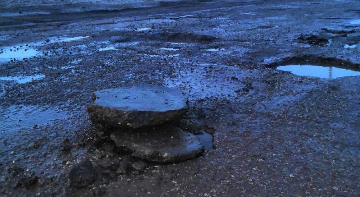 В 8 районах Кировской области дороги не отвечают требованиям нормативов