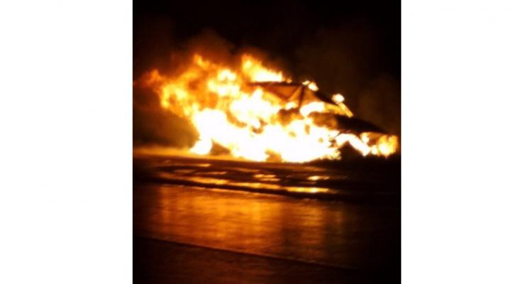 В Кировской области полностью сгорела машина из-за собаки, выбежавшей на дорогу