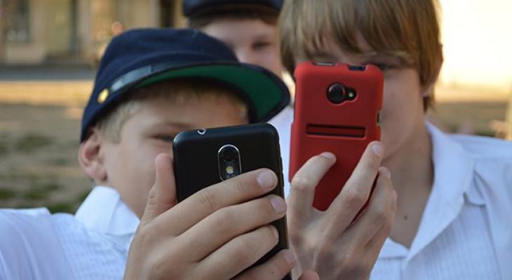 В школах хотят запретить мобильные телефоны
