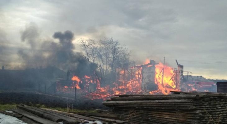 В Кировской области из-за удара молнии сгорел жилой дом