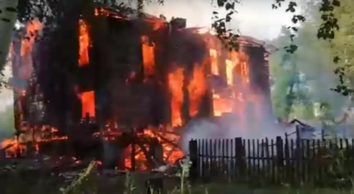 В Котельниче на пепелище дома, который тушили 5 часов, нашли тело мужчины