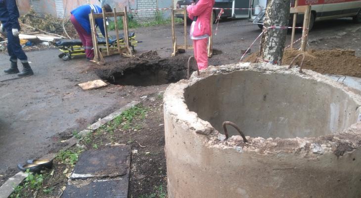 В мэрии рассказали о состоянии мужчины, упавшего в колодец на улице Красина