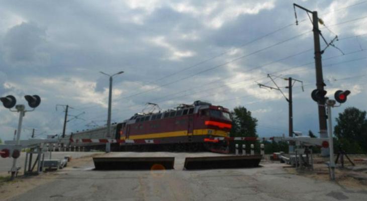 Хулиганы 9 раз угрожали безопасности движения поездов в Кировской области