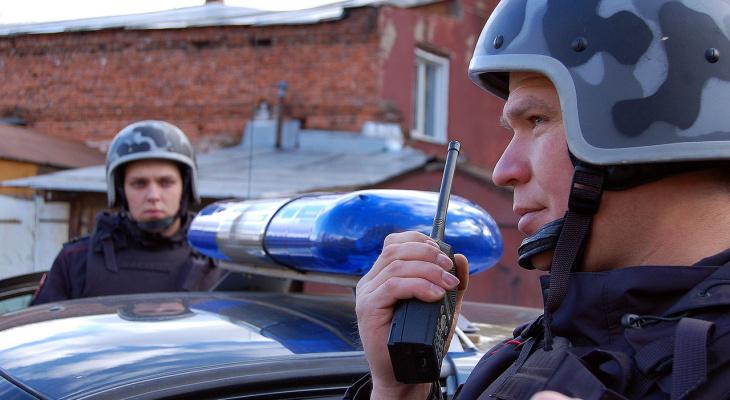 В Кирове мужчина разбил камнями четыре автомобиля