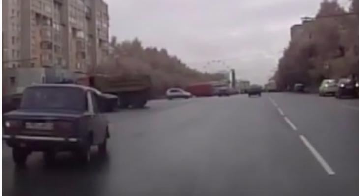 Пьяный водитель устроил гонку в Кирове: пешеходы чудом не пострадали