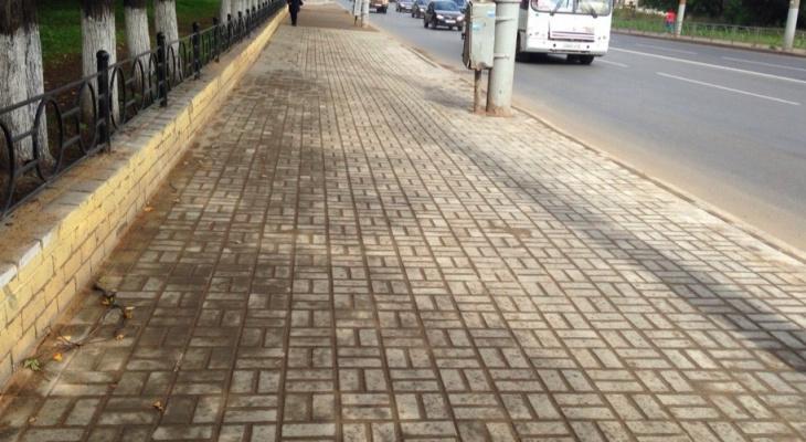 В Кирове заканчивают ремонт 8 тротуаров