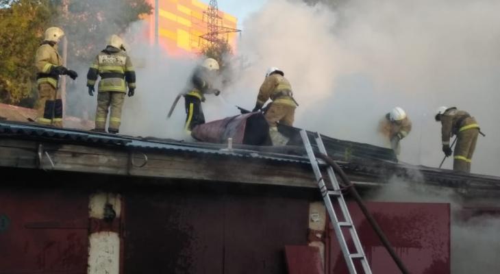 Из-за пожара у ТЦ Jam Молл спасатели перекрывали улицу