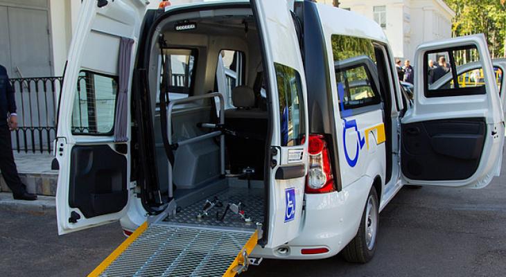 В Кировскую область завезли новые автомобили для доставки возрастных и маломобильных граждан в больницы