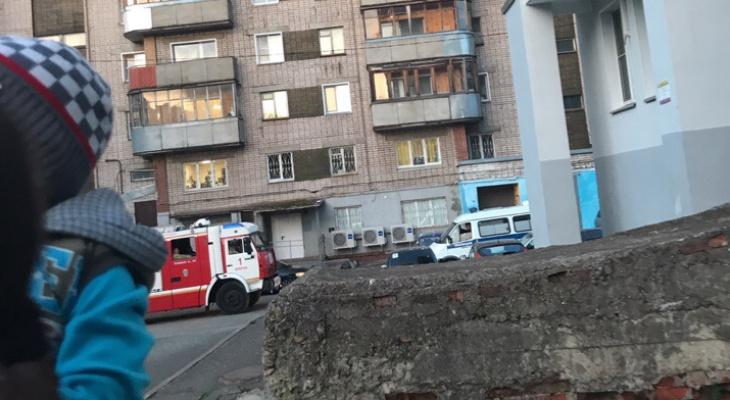 В Кирове на улице Мопра оцепили двор