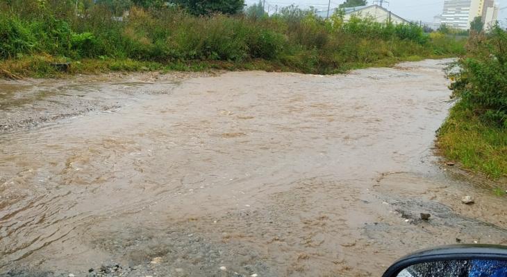 Фоторепортаж из соцсетей: в выходные Киров затопили дожди