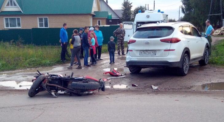 Два нарушителя на дороге: в Верхошижемье мотоциклист-бесправник врезался в Hyundai