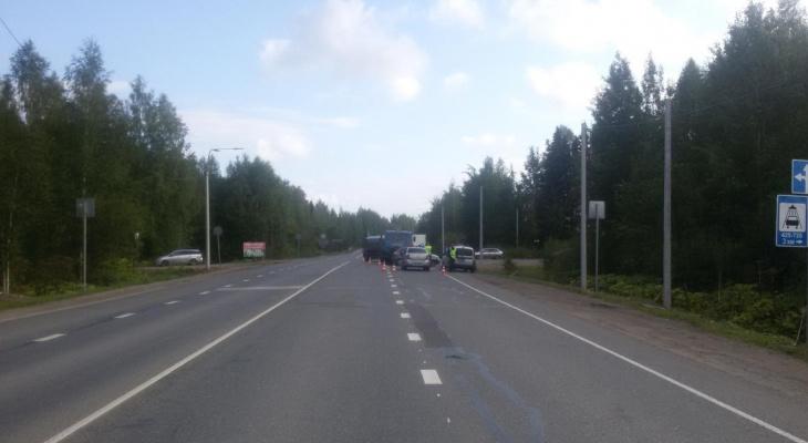 В Кировской области «Лада» влетела в КамАЗ: есть пострадавшие