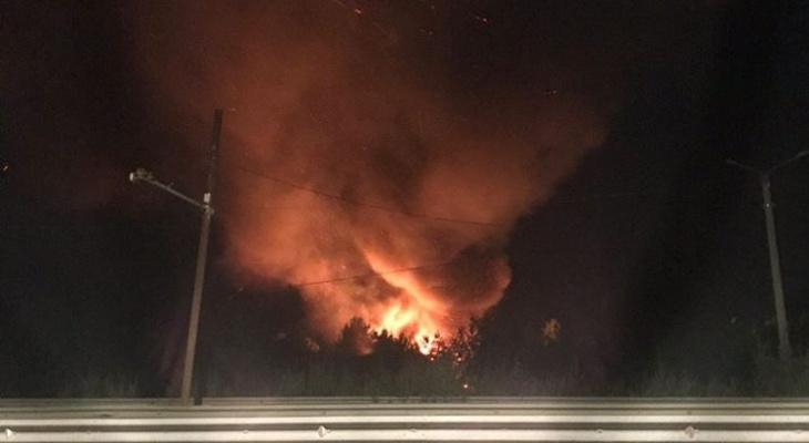 Ночью в Кирове сгорели два автомобиля и мотоцикл