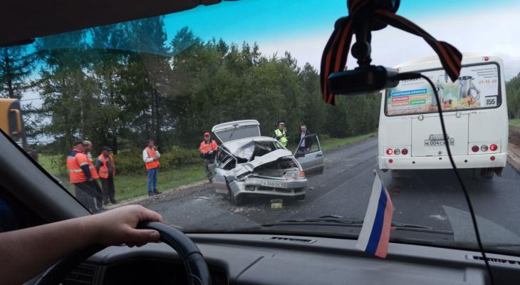Под Кировом на участке, где ремонтируют дорогу, всмятку разбился автомобиль