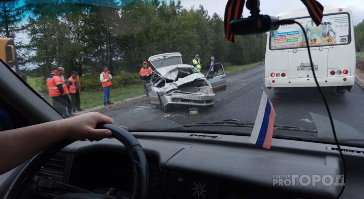 Выяснилось, что водитель ВАЗа, врезавшийся в трактор под Кировом, погиб