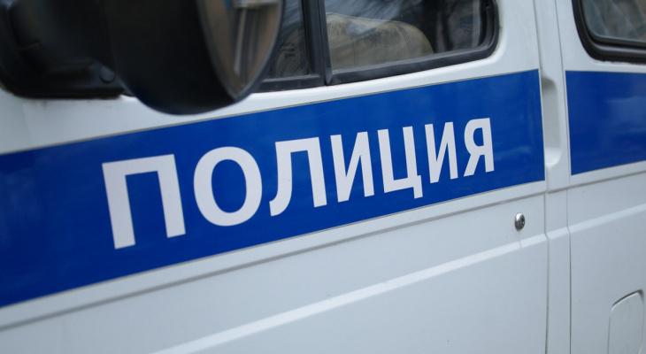 В Кирове сотрудники Росгвардии задержали мужчину, который искал наркотики в кустах