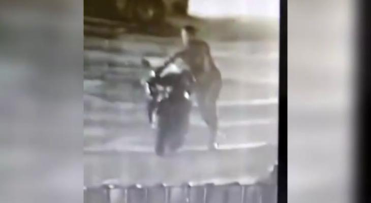 В Кирове мужчина пытался угнать чужой мотоцикл, но бросил его в кустах