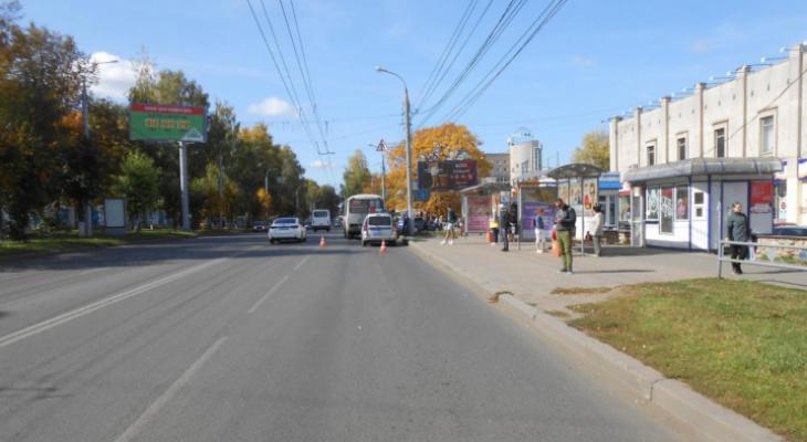 В центре Кирова женщину зажало в дверях автобуса