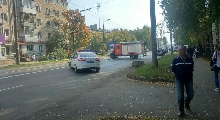 В Кирове перекрыли улицу Попова: на месте работают оперативные службы