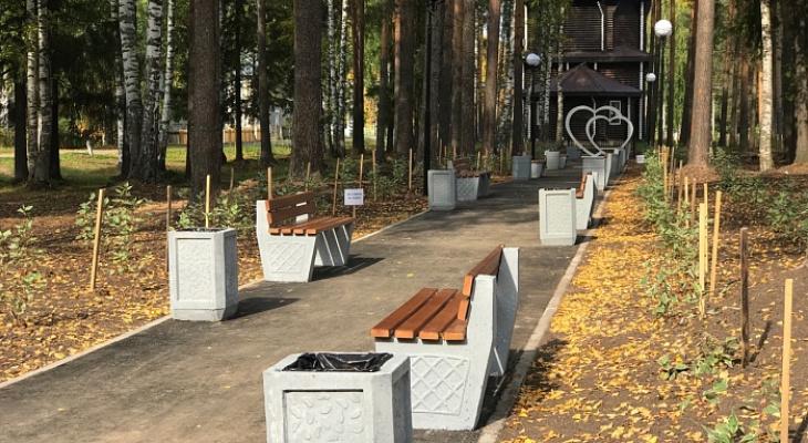 """В поселке, где построят """"завод-смерти"""", отремонтировали 14 дворов и сделали сквер"""