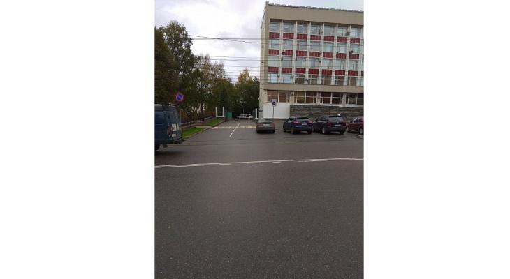 Хулиганы или ГИБДД: в Кирове закрасили двойную сплошную у администрации