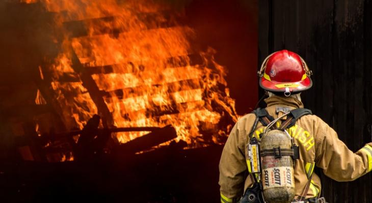 Врачи не любят рыжих, а пожарные - новых сотрудников: самые необычные приметы о работе