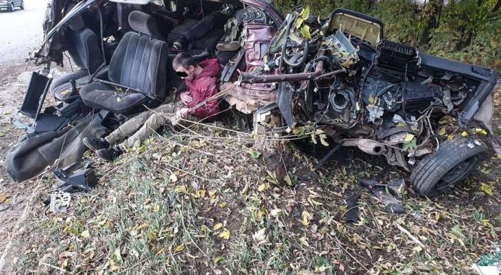 Известно состояние пострадавших в аварии у авторынка, где разорвало машину пополам