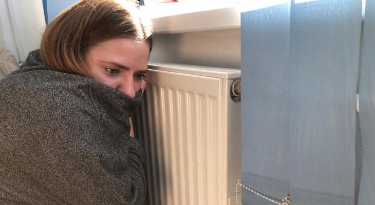 «Дома +8 градусов, все телефоны молчат!»: сотни кировчан продолжают мерзнуть в своих квартирах