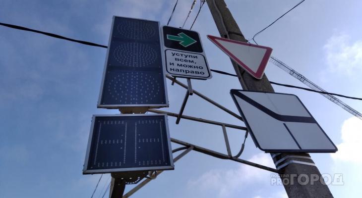 В Кирове установили знаки, разрешающие поворот на красный: первые штрафы