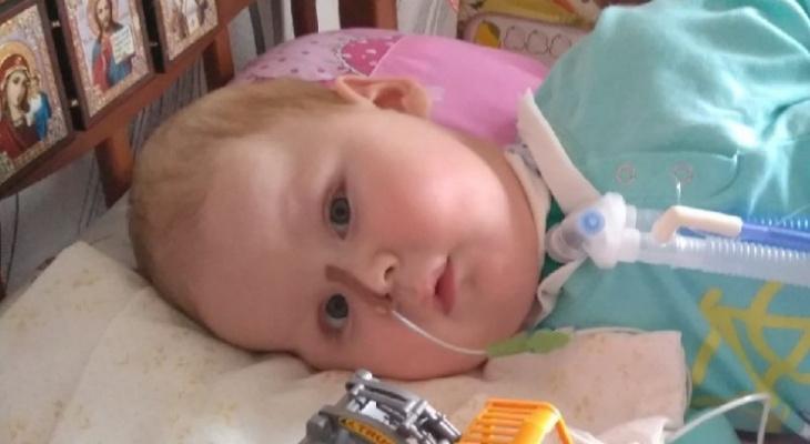 «Сын никогда не сможет ходить, говорить и дышать, даже смеется беззвучно»: мама 8-месячного малыша
