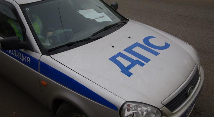 На тракте в Кировской области столкнулись кроссовер и легковушка