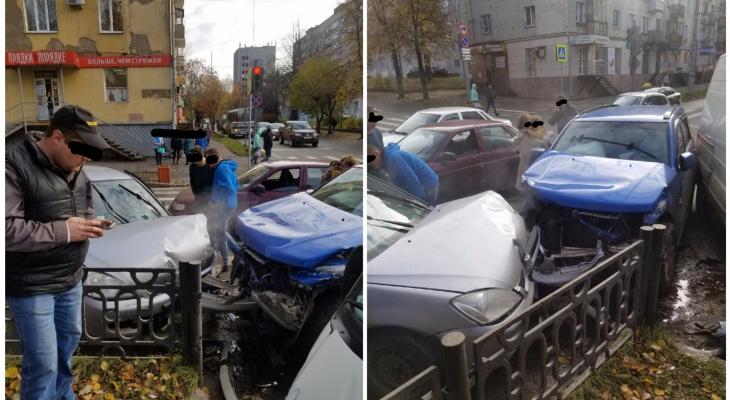 На Октябрьском проспекте в Кирове произошло серьезное ДТП
