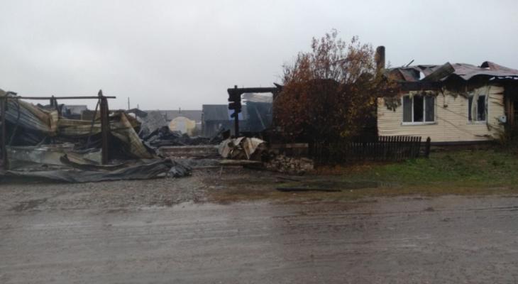 Сбор помощи: четыре кильмезские семьи остались без домов после пожара