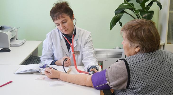 В Кировской области 236 врачей получили выплаты за снижение смертности на участке за сентябрь
