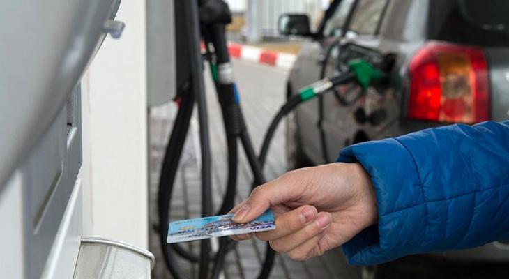 Киров возглавил рейтинг регионов ПФО с самым дорогим бензином
