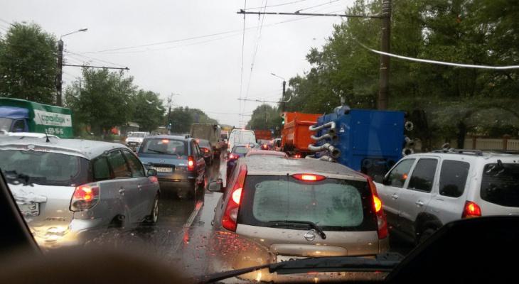 Причина пробок: в Кировстате рассказали, сколько жителей области владеют машиной