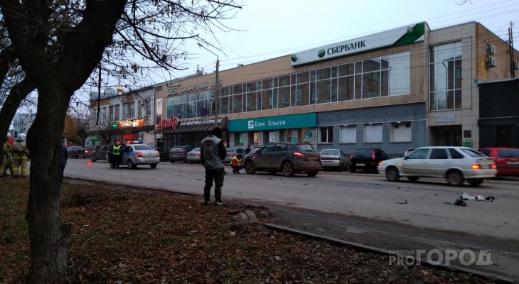 Видео: утром в Кирове девушка на иномарке сбила мотоциклиста