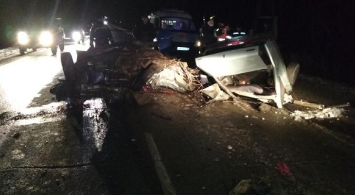 Крупное ДТП в Нолинском районе: при столкновении ВАЗа и микроавтобуса погибли четверо